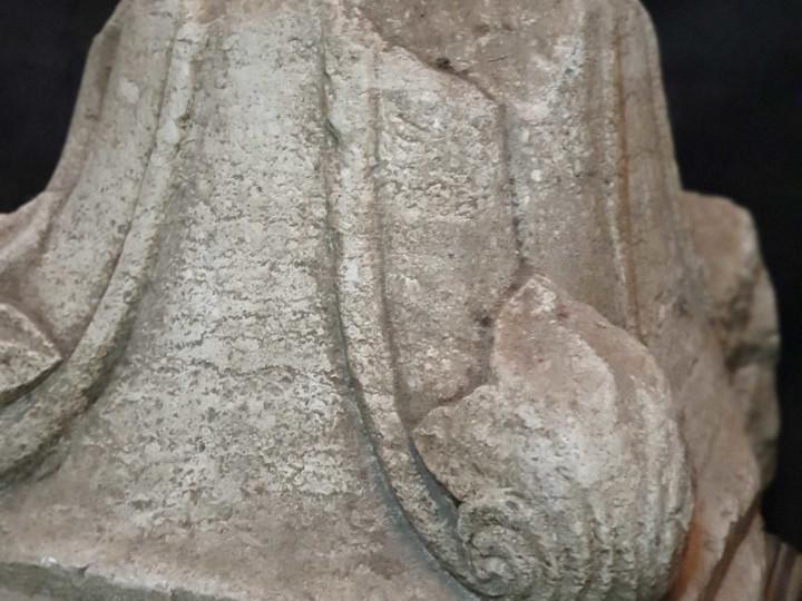 Capitello in pietra - Antichità Ioviero