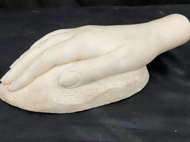 Scultura in marmo mano di donna - Antichità Ioviero