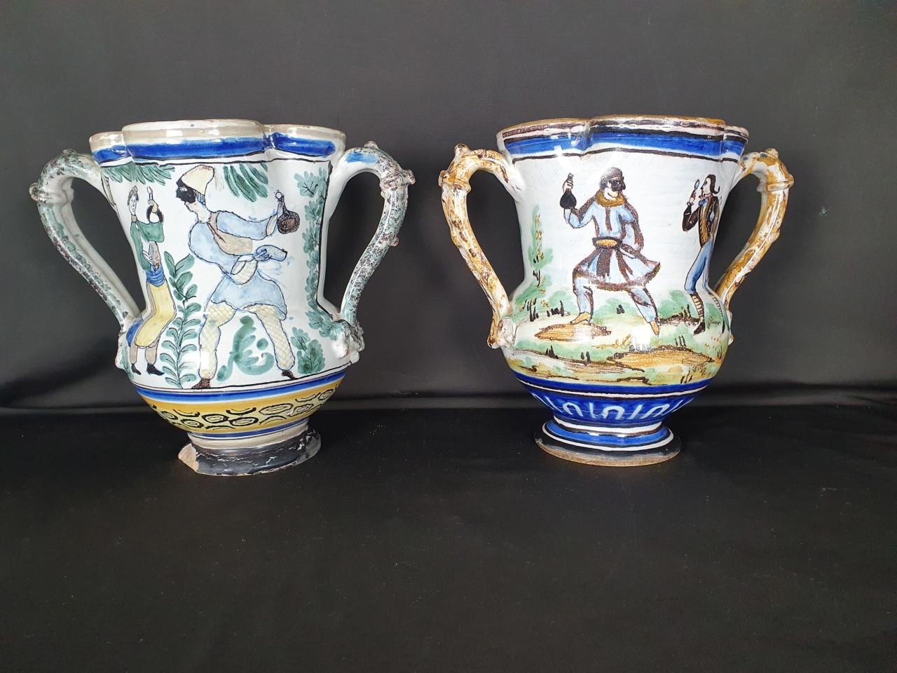 coppia-di-brocche-in-maiolica napoletani del 800 - Antichità Ioviero