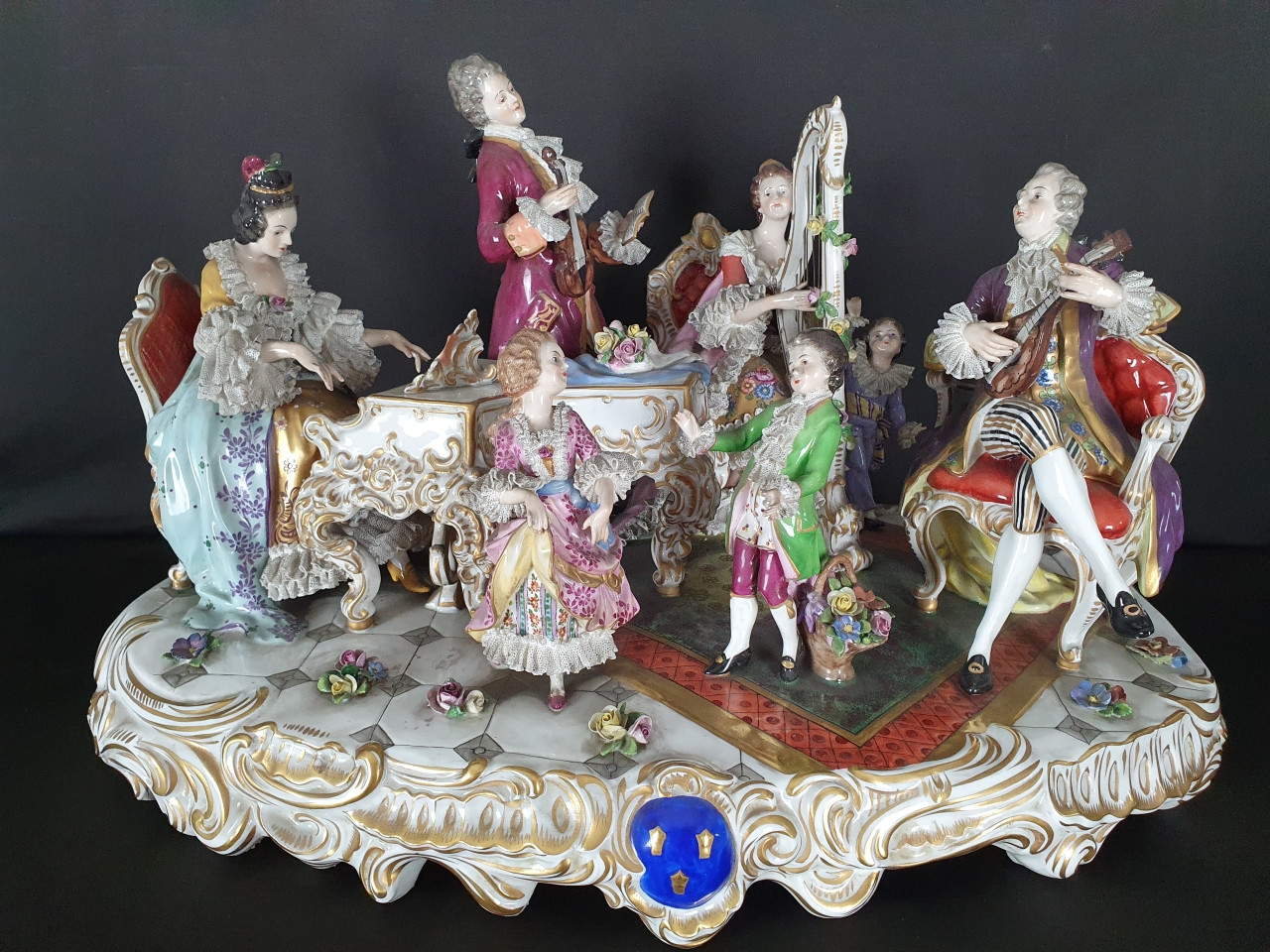Famiglia in concerto porcellana di Capodimonte- Antichità Ioviero