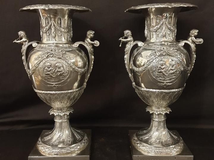 Vasi in argento sbalzato e cesellato - Antichità Ioviero