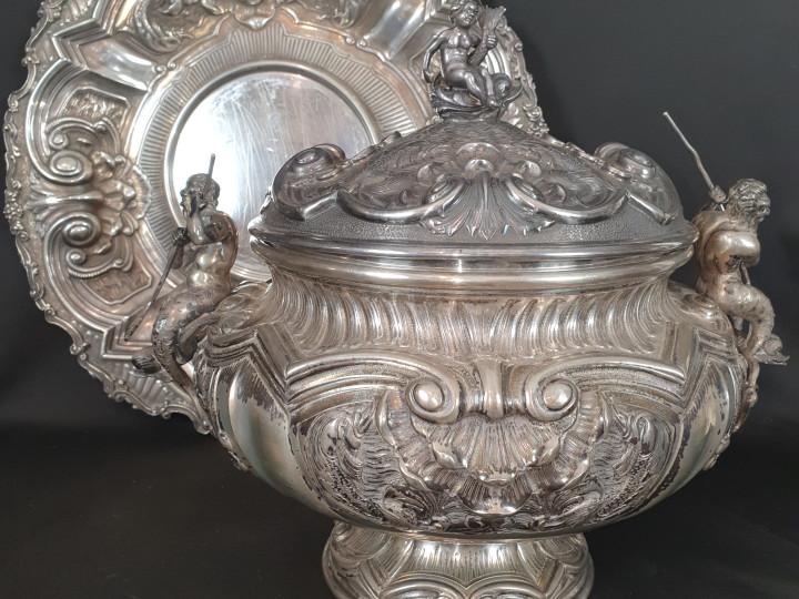 Zuppiera in argento con vassoio -Antichità Ioviero