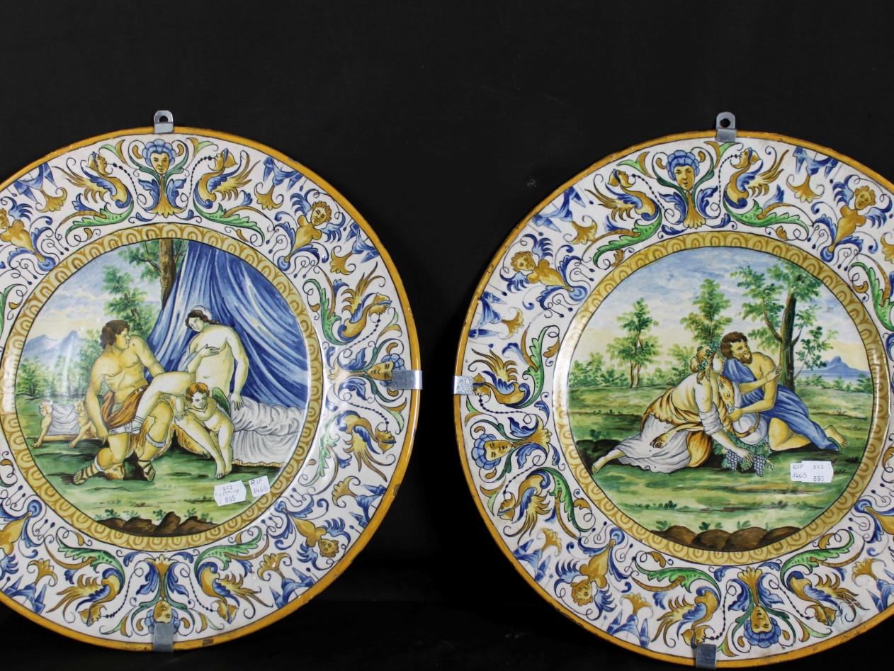 Coppia di piatti in maiolica -Antichità Ioviero